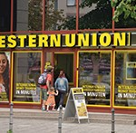 (GERMANY OUT) Bank Western Union, Zeil, Frankfurt am Main, Hessen, Deutschland  (Photo by Sch?ning/ullstein bild via Getty Images)